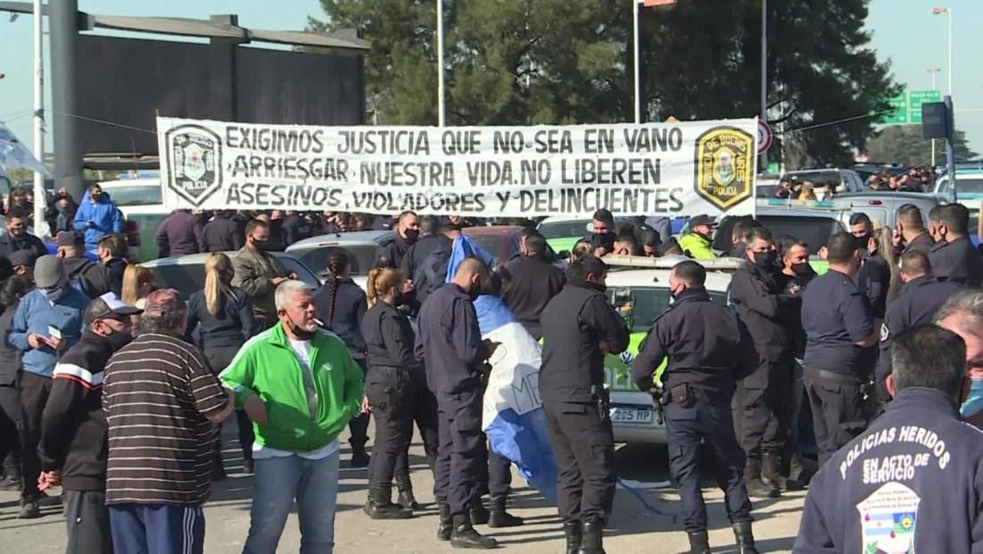 Aumento salarial no convence a la policía en Buenos Aires