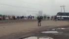 México: camión policial fuera de control embiste protesta