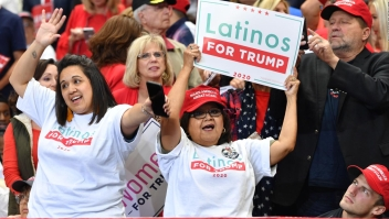 """Donald Trump asegura que los latinos en EE.UU. lo """"aman"""""""