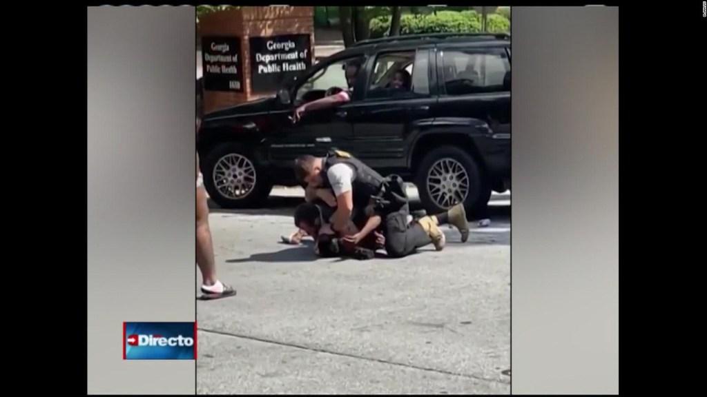 Despiden a un policía de Georgia por detención agresiva