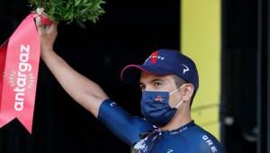 Richard Carapaz sube al podio en el Tour de Francia