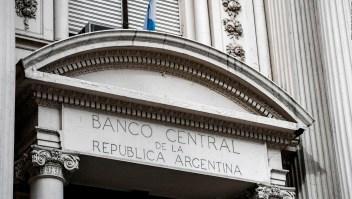 Nuevo recargo de 35% a la compra de dólar en Argentina
