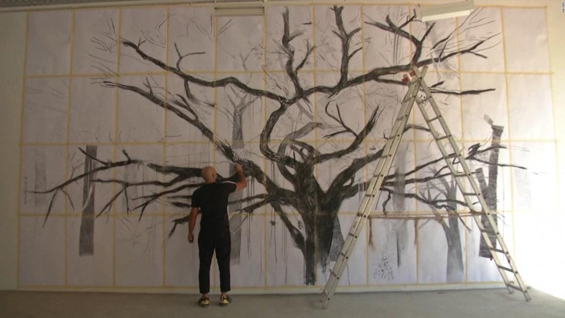 Artista crea una obra entre los escombros de Beirut