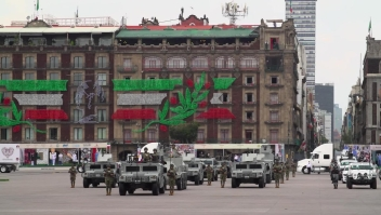 Realizan desfile militar sin público en México