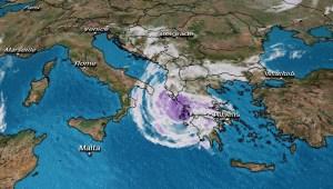 Conoce el raro fenómeno atmosférico que impacta Grecia