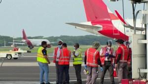 Salvadoreños vuelven al país tras reapertura del aeropuerto