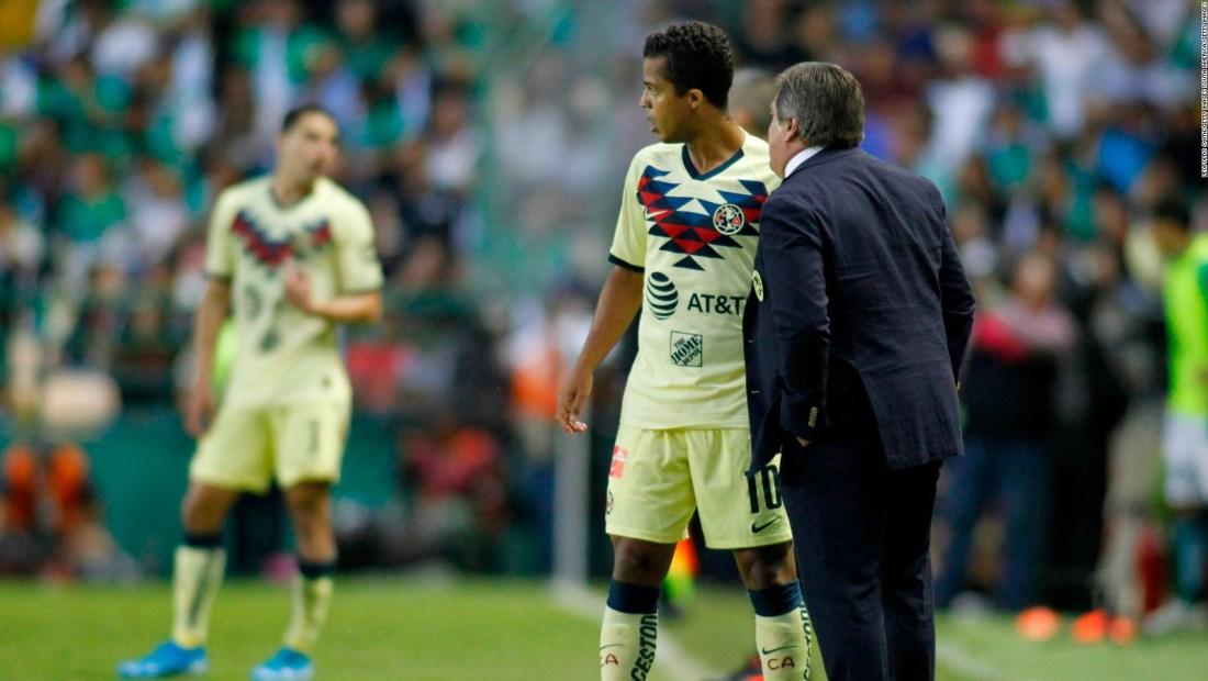 La charla entre Miguel Herrera y Giovani dos Santos antes del Clásico
