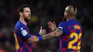Messi y Suárez dedican cartas de despedida a Vidal