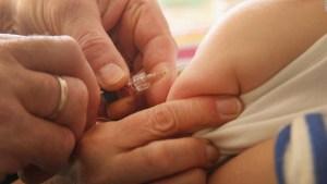 Pediatras proponen probar vacuna en niños