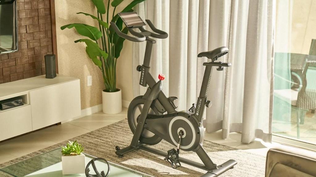 Amazon lanza competencia para bicicleta de Peloton