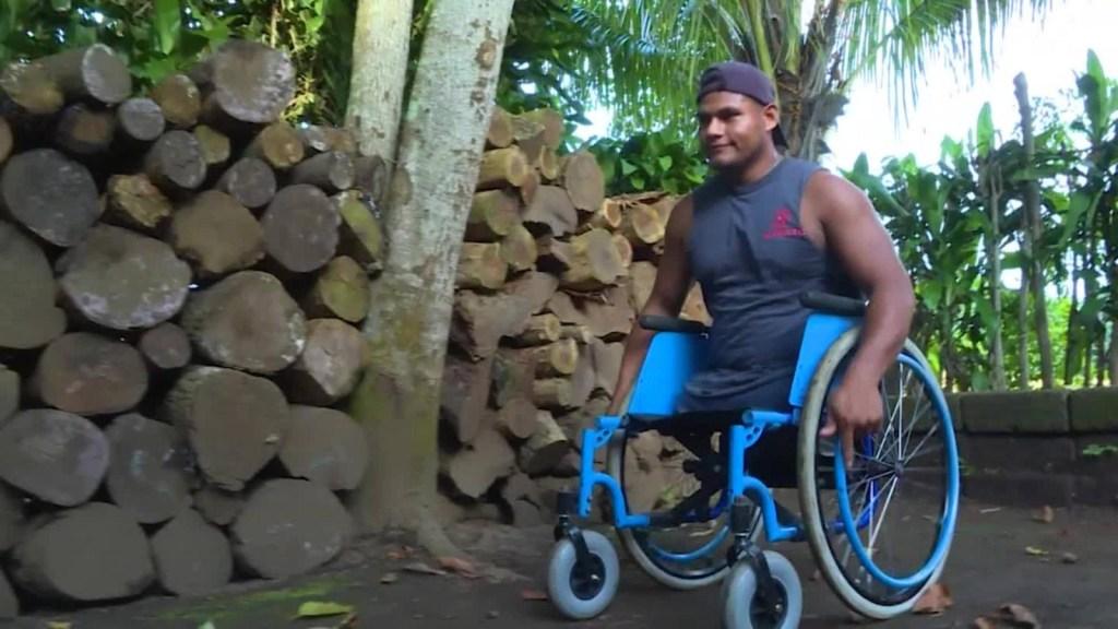 Perdió las piernas con ocho años y ahora es graduado