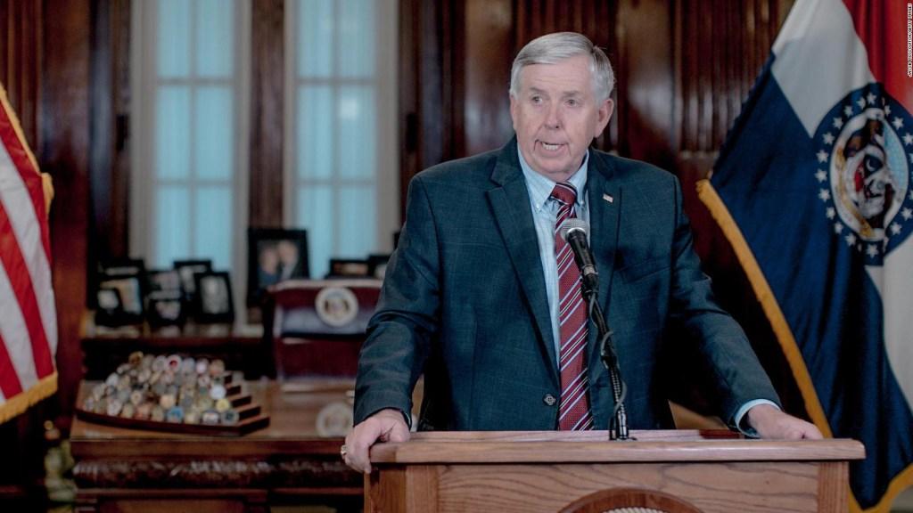 Gobernador Mike Parson está en cuarentena por covid-19