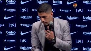 Luis Suárez rompe en llanto durante homenaje de despedida