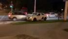 Manifestante huye en taxi de la policía en Belarús