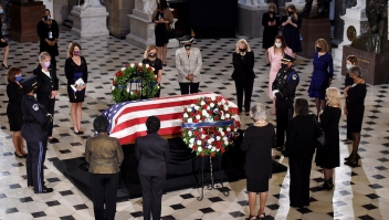 Ginsburg y otras figuras veladas en el Capitolio