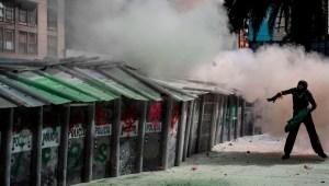 Polémica por enfrentamientos en protestas feministas