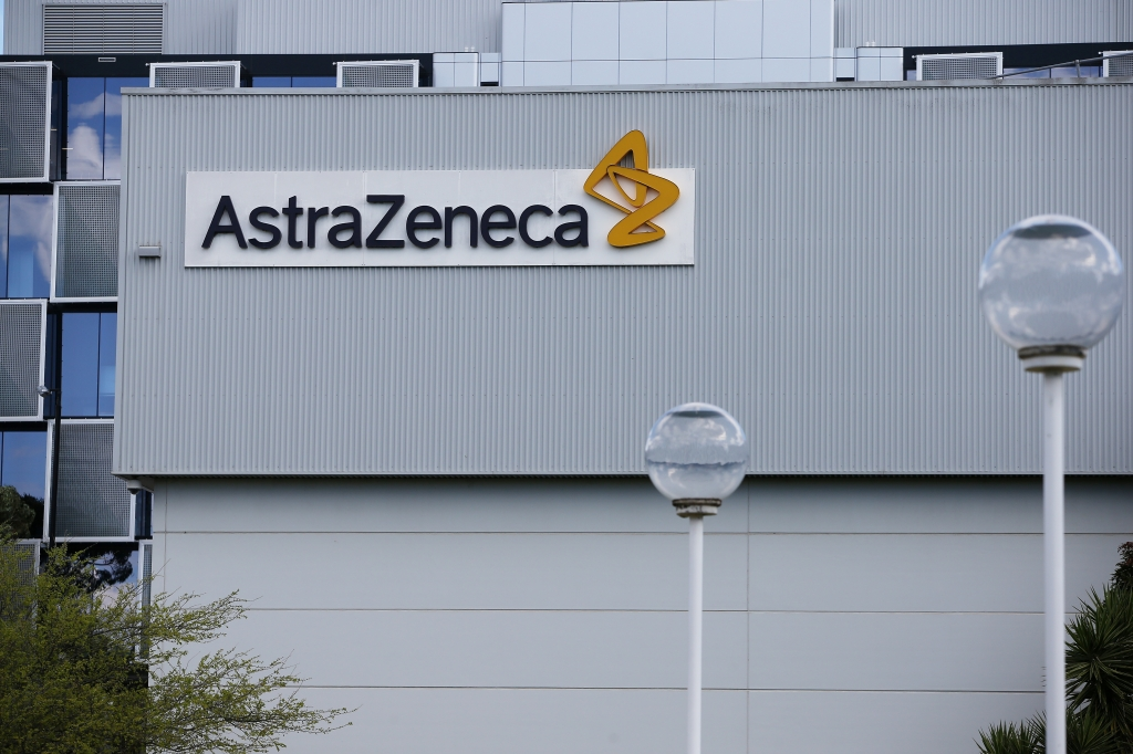 AstraZeneca frena temporalmente ensayo de vacuna de covid-19