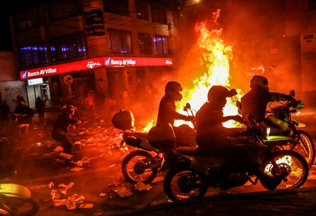 Javier Ordóñez muerte policía Bogotá protestas muertos Colombia incendios buses destrucción detenidos heridos