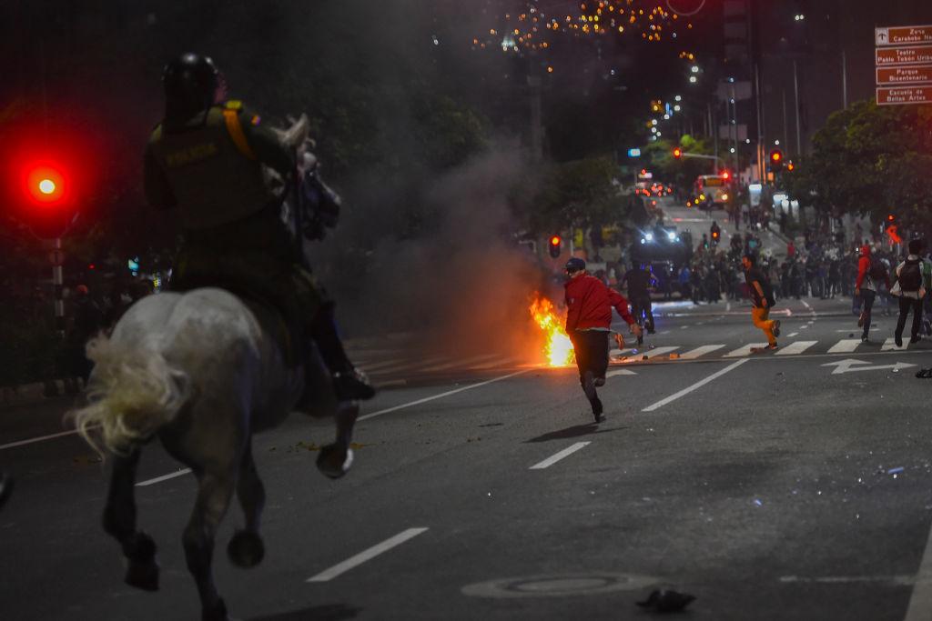 Protestas Bogotá Colombia policía abuso violencia manifestaciones enfrentamientos muertos heridos