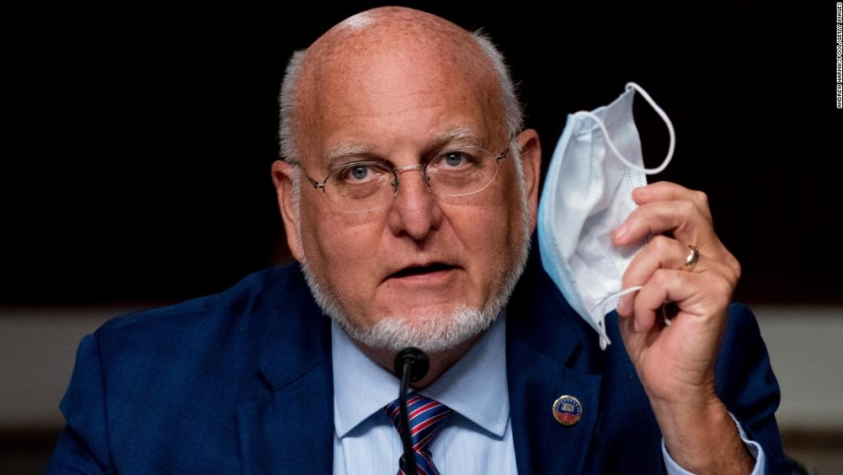 El director de los CDC afirma que las mascarillas serían más efectivas que las vacunas y Trump no está de acuerdo