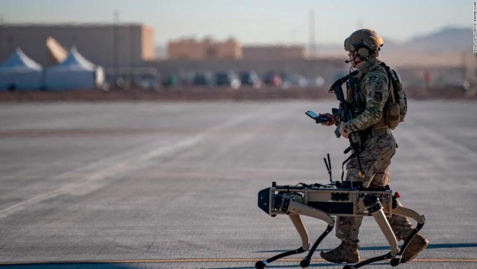 Perros robot se unen al ejercicio de la Fuerza Aérea de EE. UU., Dando un vistazo al campo de batalla potencial del futuro