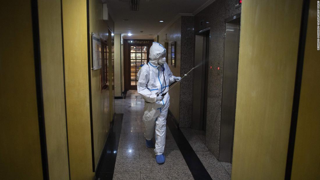'Pensé que iba a morir.' Dentro de los moteles de cuarentena obligatoria de Venezuela