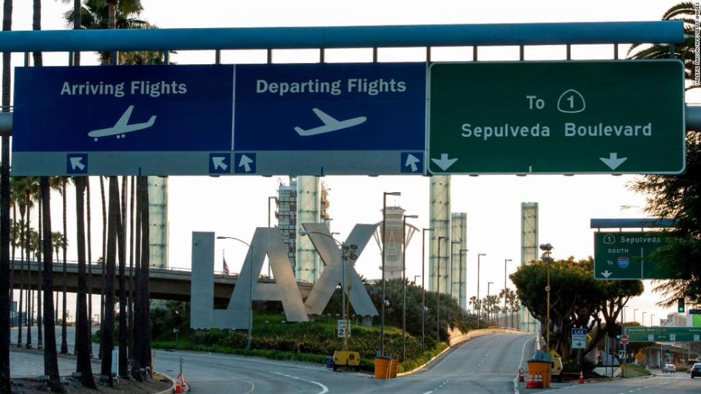 Un hombre volaba en un jetpack sobre Los Ángeles, informaron pilotos