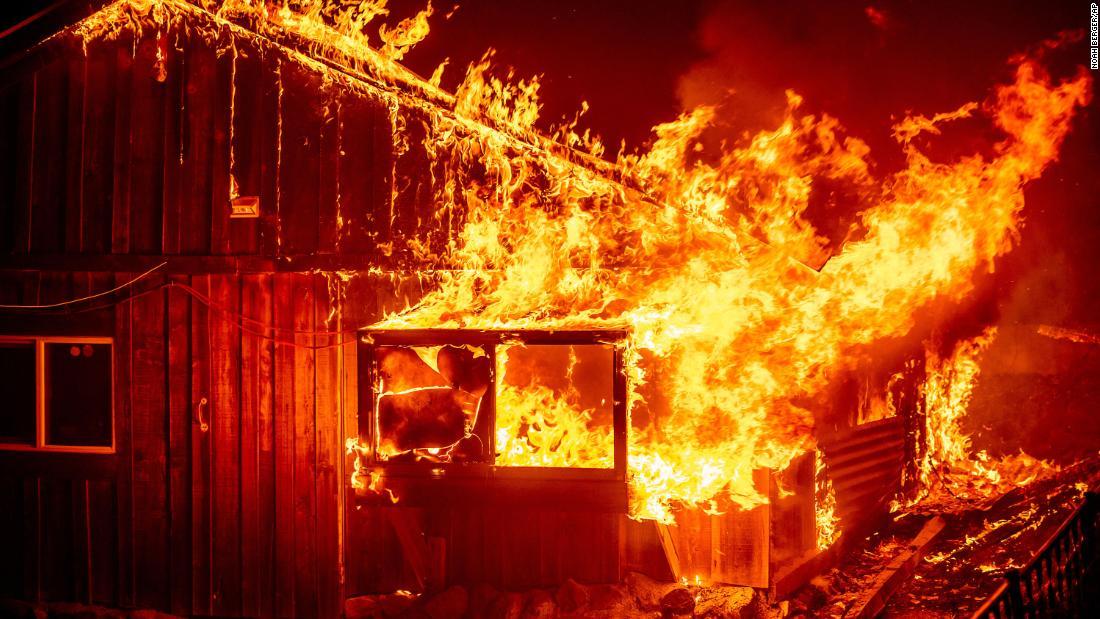 Al menos 15 personas han muerto en incendios forestales en California, Oregón y Washington