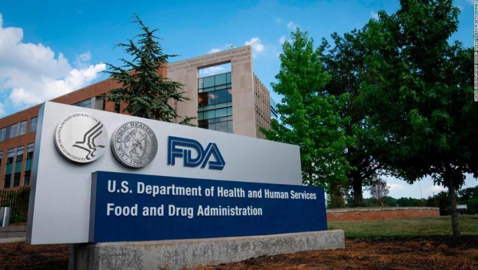 La FDA está considerando reglas de autorización que podrían impulsar la vacuna contra el coronavirus más allá del día de las elecciones