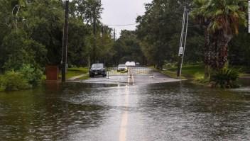 El huracán Sally se fortalece a categoría 2 a medida que se acerca a tocar tierra, provocando inundaciones potencialmente mortales