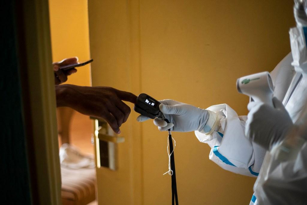 Denuncian que gobierno de Venezuela reprime a pacientes con covid-19