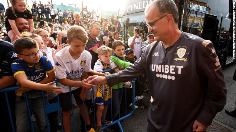Marcelo Bielsa conquistó a los seguidores del Leeds por su personalidad y capacidad
