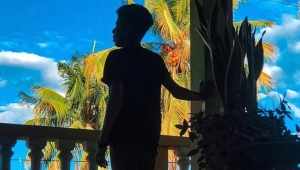 Detienen a niños inmigrantes en EE.UU. y los alojan en hoteles antes de deportarlos