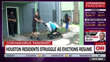 Policías desalojan a decenas de personas en Houston al vencer la moratoria en el pago de alquileres