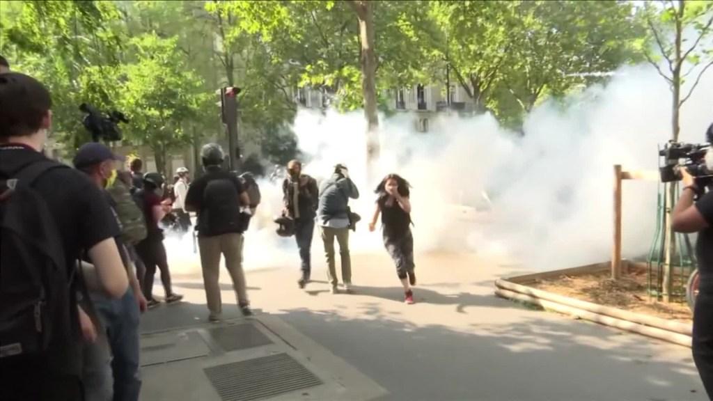 """Los """"Chalecos amarillos"""" reanudan protestas en Francia"""