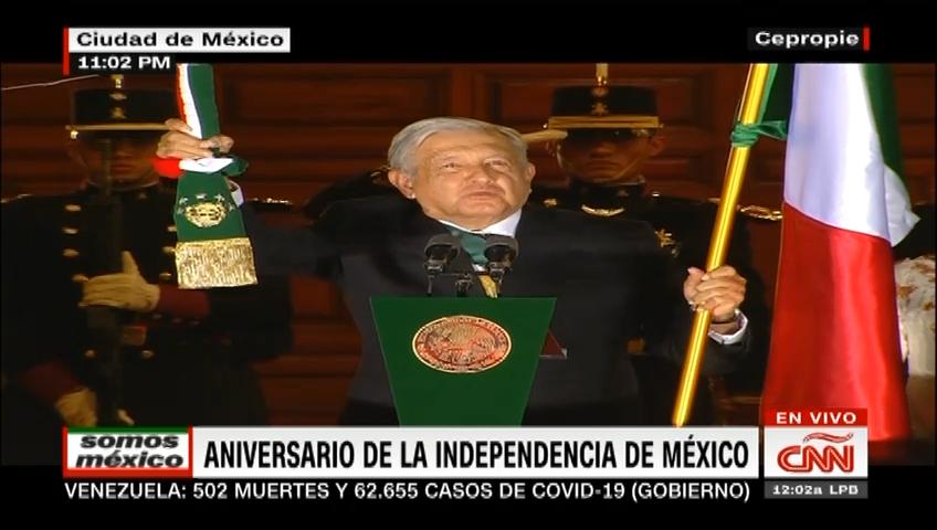 López Obrador da el tradicional Grito de Independencia ante un Zócalo sin gente