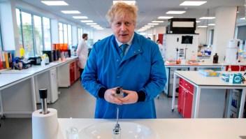 Roces entre científicos y políticos por manejo de pandemia