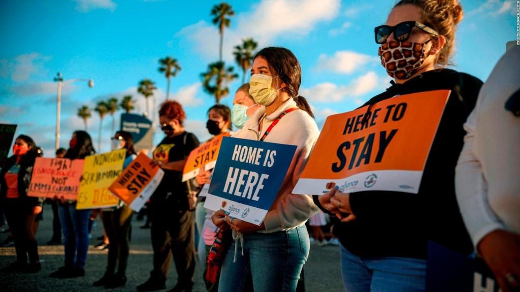 Los inmigrantes que llevan más de 15 años esperando regularizar su estatus