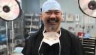 Cirujano cobra con voluntariado sus tratamientos médicos