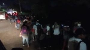 Caravana con cientos de personas parte de Honduras