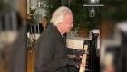 Vuelve a tocar el piano con la ayuda de guantes biónicos