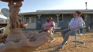 Esta familia se salvó de perder su casa en los incendios