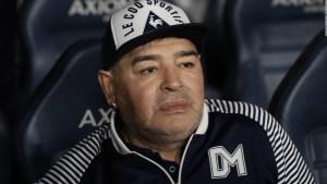 Maradona responde a críticas por su protector facial