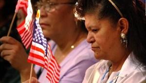 Latinas en EE.UU. se involucran más en política que hombres