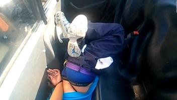 Mujer negra detenida permaneció maniatada y cabeza abajo por 21 minutos