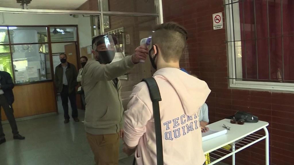 Regresan alumnos a las escuelas de Buenos Aires tras 213 días