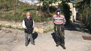 Son los únicos en la aldea, pero se cuidan del covid-19