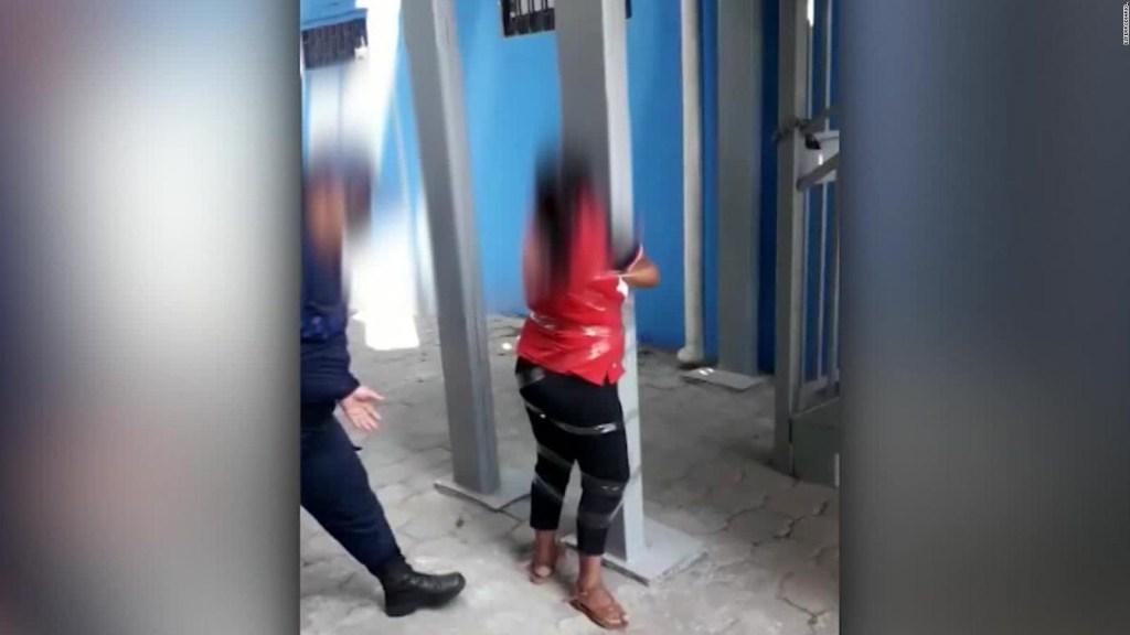 Repudian video de agresión de agente a mujer en Ecuador