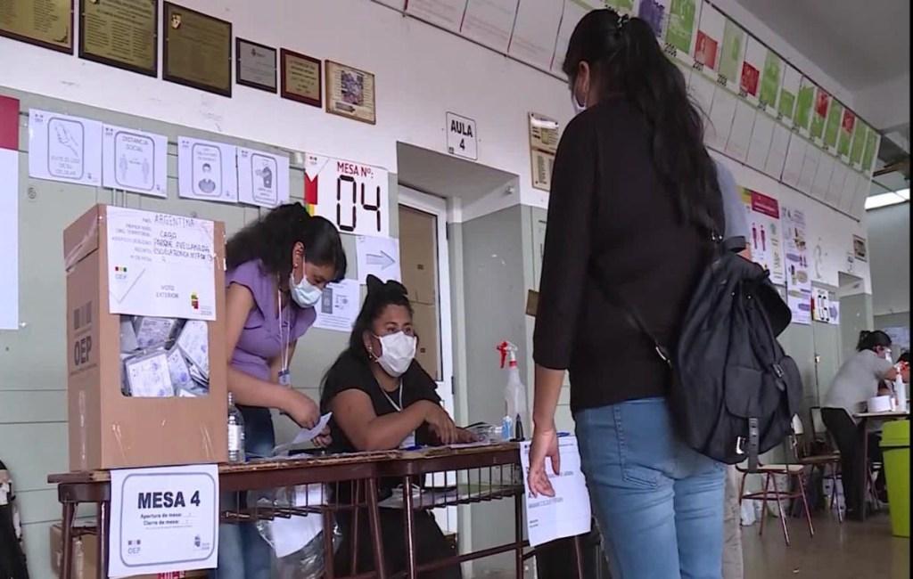 Unos 150.000 ciudadanos bolivianos votan desde Argentina