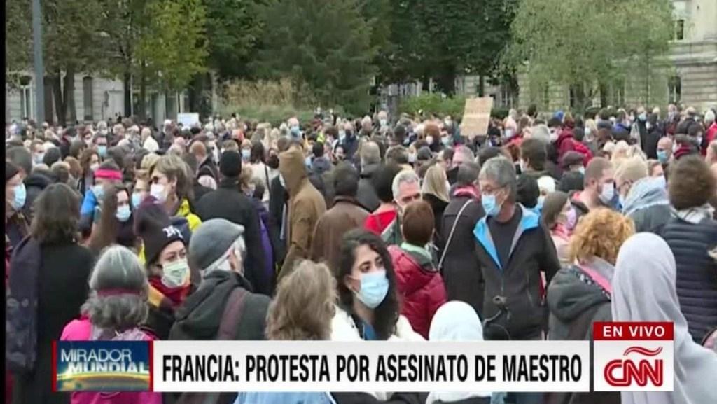Rinden homenaje a profesor asesinado en Francia